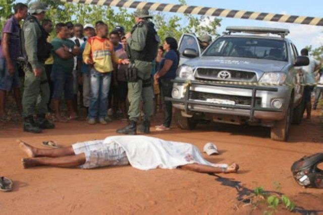 José Pereira da Silva, de 45 anos, foi assassinado com um tiro de revólver à queima roupa no pescoço (Foto: Chinês/Agência Miséria)