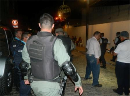 Operação mobilizou forte esquema policial. (Foto: Fernando Ribeiro/Diário Online)