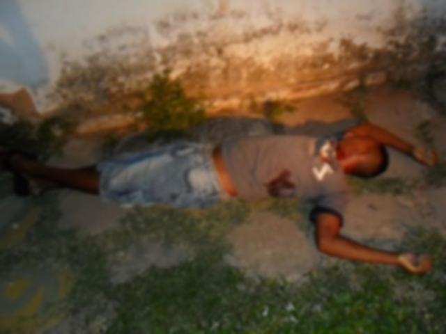 Jonas Vitorino da Silva, de 22 anos, que era mais conhecido como Piolho, foi morto com sete tiros (Foto: Agência Miséria)