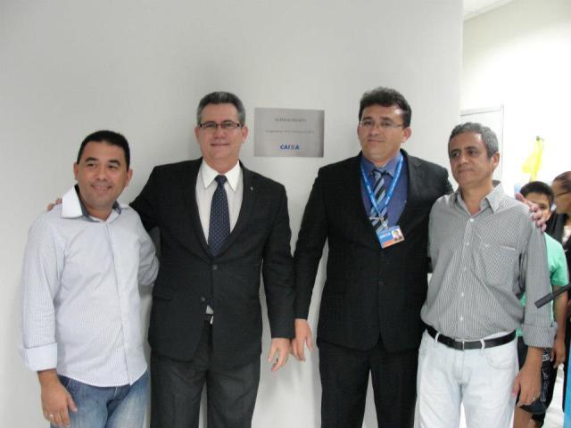 Prefeito eleito (e), representantes da Caixa e Prefeito Isaac Junior (d) (Foto: Facebook)