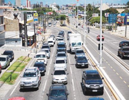Avenidas como a Washington Soares e Godofredo Maciel são exemplos de vias que podem ter as notificações anuladas pelo poder judiciário (FOTO: NATASHA MOTA/DIARIO DO NORDESTE)