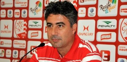 Técnico Alexandre Gallo, do Náutico, coletiva; ele acertou com a seleção sub-20 (Foto: Simone Vilar/Divulgação Náutico)