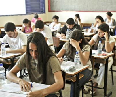 Devem fazer o exame os concluintes dos cursos de bacharelado que tenham expectativa de conclusão do curso até julho de 2014 (FOTO: AGÊNCIA BRASIL)