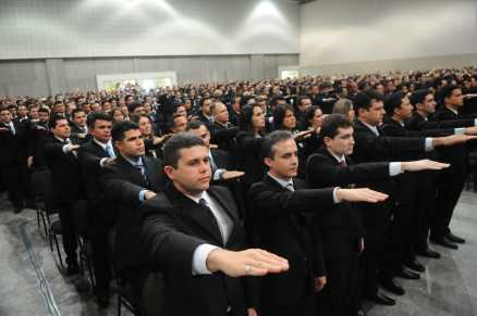 A formatura dos 624 inspetores da Polícia Civil foi realizada no Centro de Eventos do Ceará (Foto: Deivyson Teixeira/O Povo)