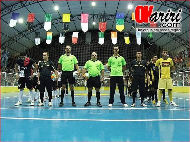 Problema na iluminação do ginásio atrasou inicio da partida (Fotos: Alecx Silva/Agência OKariri)