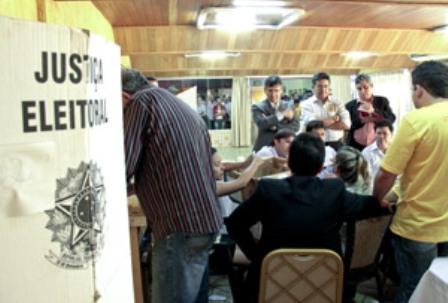 A eleição para a União dos Vereadores do Ceará (UVC) aconteceu, ontem, em Fortaleza, depois de algumas disputas judiciais e troca de acusações entre candidatos que geraram tumulto pela tensão entre os candidatos (FOTO: KLEBER ALVES GONÇALVES/DIÁRIO DO NORDESTE)