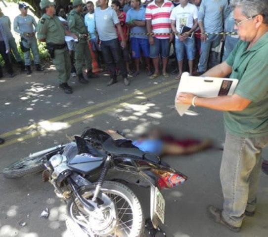 José Helder da Silva Pereira, de 32 anos, morreu após bater de frente com um ônibus (Foto: Michel Dantas/Agência Miséria)