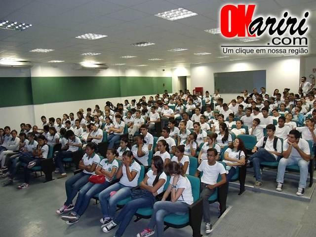 Palestra sobre DST foi realizada no auditório da Escola Profissionalizante (Fotos: Alecx Silva/Agência OKariri)