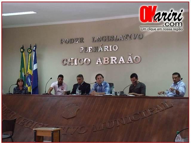 Sessão desta segunda-feira foi presidida pelo Vereador Fernando Sampaio (Foto: Alecx Silva/Agência OKariri)