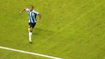 Fernando vibra com gol da vitória aos 35 minutos (Foto: Diego Guichard/Globoesporte.com)