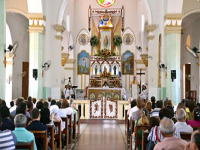 Missa celebrada, ontem, fez parte do encerramento dos festejos da cidade (FOTO: ELIZÂNGELA SANTOS/DIÁRIO DO NORDESTE)