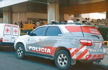 O clima no hospital ficou tenso e muitas pessoas entraram em pânico no momento dos tiros na entrada da Emergência. Uma equipe da Divisão de Homicídios e Proteção à Pessoa (DHPP) e a Perícia Forense (Pefoce) foram ao local (FOTO: FERNANDO RIBEIRO/DIÁRIO DO NORDESTE)
