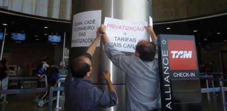Aeroportuários fazem greve no Aeroporto Pinto Martins nesta quinta-feira (FOTO: VIVIANE SOBRAL/O POVO)