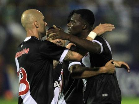 Vasco da Gama se poupou, mas venceu, por 2 a 1, o Nacional (Foto: Marcelo Sadio / Agência Lance)