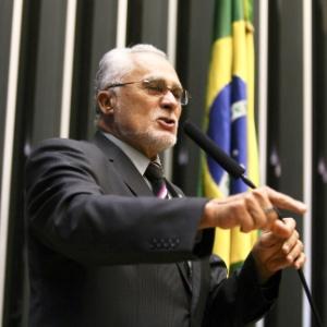 O deputado federal José Genoino (PT-SP) discursa na Câmara dos Deputados em abril deste ano (Foto: Pedro Ladeira/Folhapress)