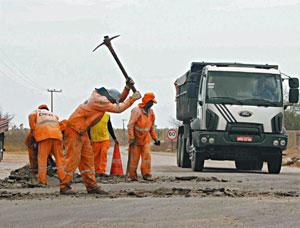 A rodovia dá acesso a Caucaia, São Gonçalo do Amarante e à Região Norte do Estado. Empresas interessadas serão avaliadas pelo DER (Foto: Alex Costa/Diário do Nordeste)