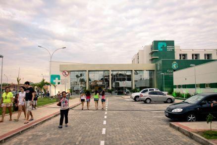 Ciro Gomes disse que levaria pacientes à espera de procedimento na Capital para serem operados no Hospital Regional Norte (FOTO: ANDRÉ SALGADO/O POVO)
