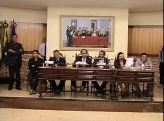 Vereadores querem investigar gastos da prefeitura com três empresas (Foto: Reprodução/TV Verdes Mares)