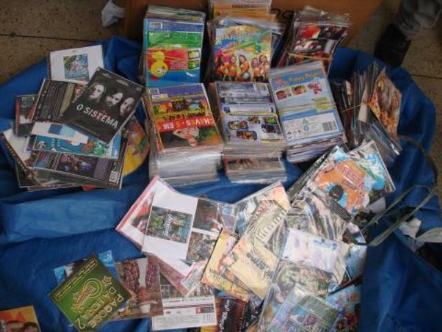Cds e DVDs apreendidos (Foto: Divulgação)