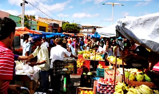 Assuntos Relacionados:  MILAGRES: Feirantes divididos quanto à mudança do local da feira livre  MILAGRES: Reunião define retorno da feira para a Rua Sousa Presa Feira livre em Milagres-CE |Foto: Agencia OKAriri