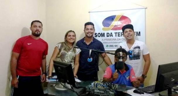 Comissão Organizadora do Bloco Agora Vai após entrevista ao Jornal Ponto de Vista da Som da Terra FM (Foto: Reprodução)