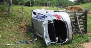 Família que estava indo visitar família em Barro-CE capota carro na Paraíba; Saiba mais
