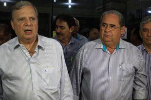 Normando recebeu Tasso no Aeroporto Regional Orlando Bezerra, em Juazeiro (Foto: Cícero Valério/ Agência Miséria)