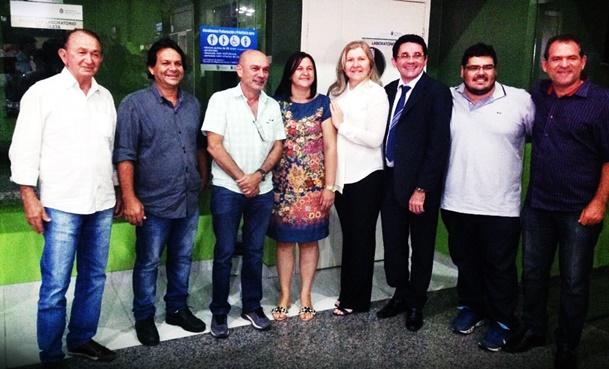 Prefeitos eleitos para o quadriênio 2017/2020. (da esquerda para a direita) AFONSO TAVARES – Abaiara; AGÁBIO SAMPAIO – Penaforte; FÁBIO PINHEIRO – Porteiras; MARIA DE JESUS (NETA) – Jati; TERESA MARIA LANDIM – Brejo Santo; LIELSON LANDIM – Milagres; JOÃO DE MACÊDO – Aurora; JOSEVAN LEITE (MANO MORAIS) – Mauriti | Foto: Divulgação
