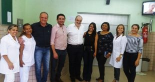 Na foto, além do Prefeito Lielson Landim (ao centro), estão funcionários no hospital e representantes do IGEPP | Imagem: Divulgação