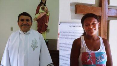 A mãe da criança e o padre Valderi   Foto: rede social