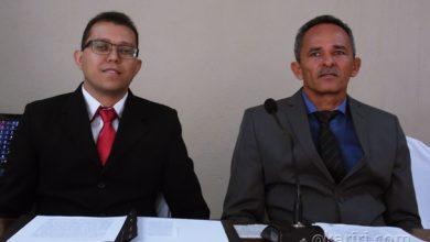 Vereador Ubelardo Moura ao lado de Beto Mitrado, recém empossado presidente da câmara legislativa | Foto: OKariri