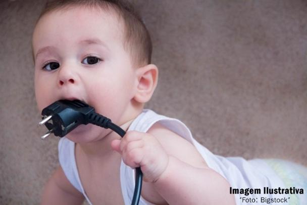 bebe com fio, energia eletrica, Imagem Ilustrativa